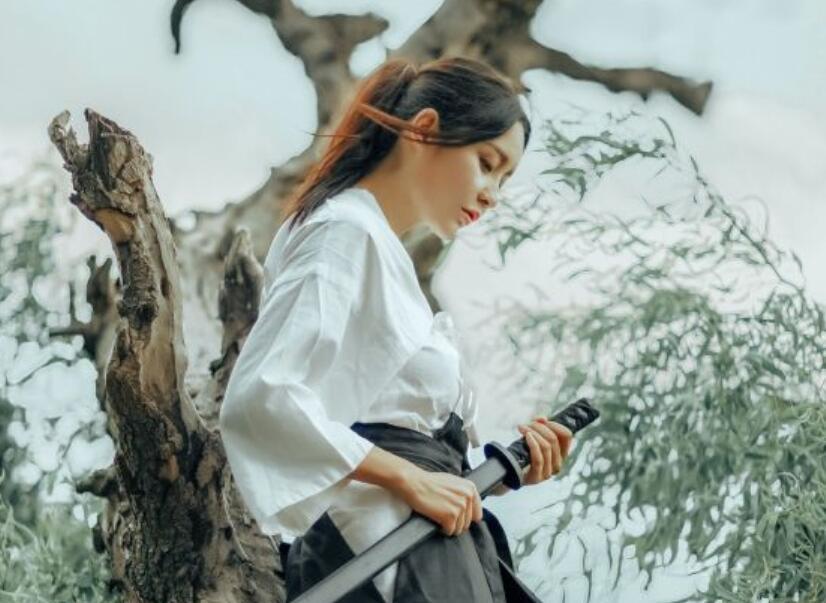 文竹小院《我的18岁老婆》最新章节: 拍摄视频的人